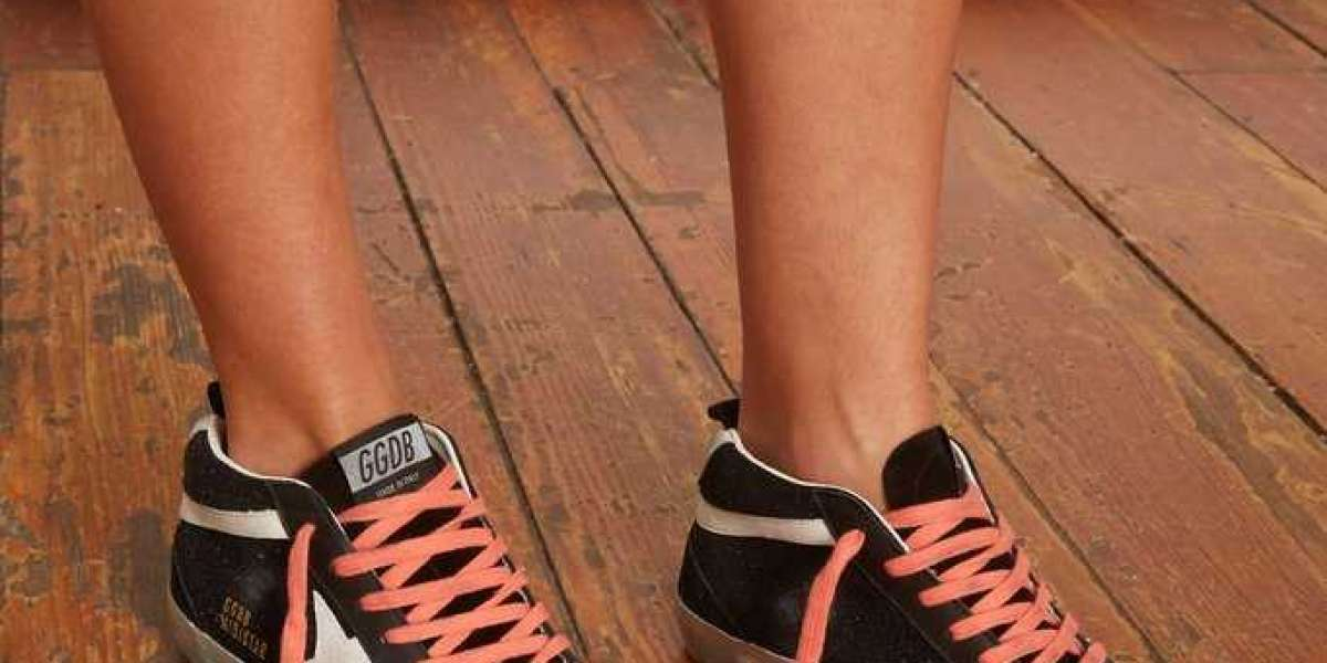 Golden Goose Sneakers Sale to the store